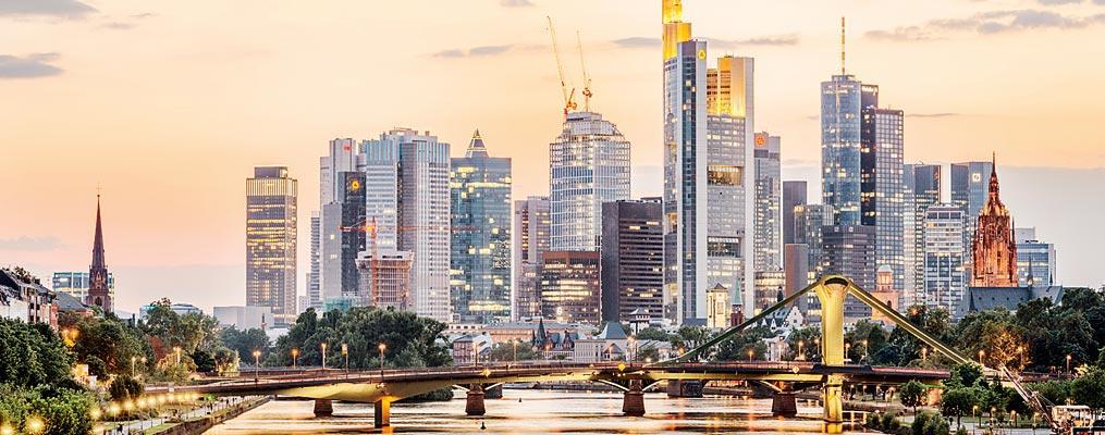 Frankfurt bên sông Main, thủ phủ của Ngân hàng trung ương châu Âu (EZB) là thành phố duy nhất nước Đức soi bóng lên nền trời.