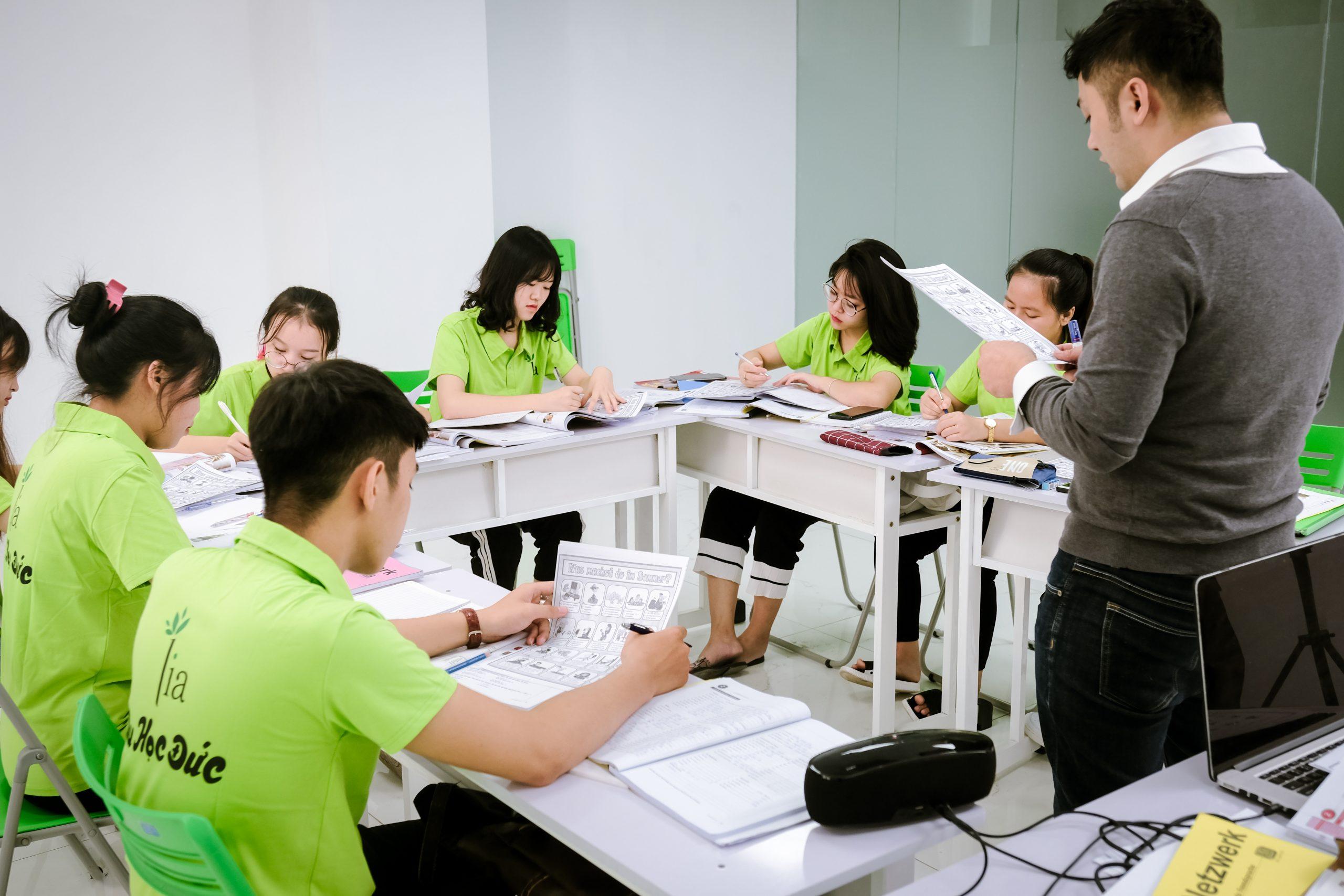 LIA theo sát tình hình học tập của học viên