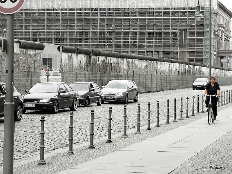 berlin streets bike berlin wall vicat